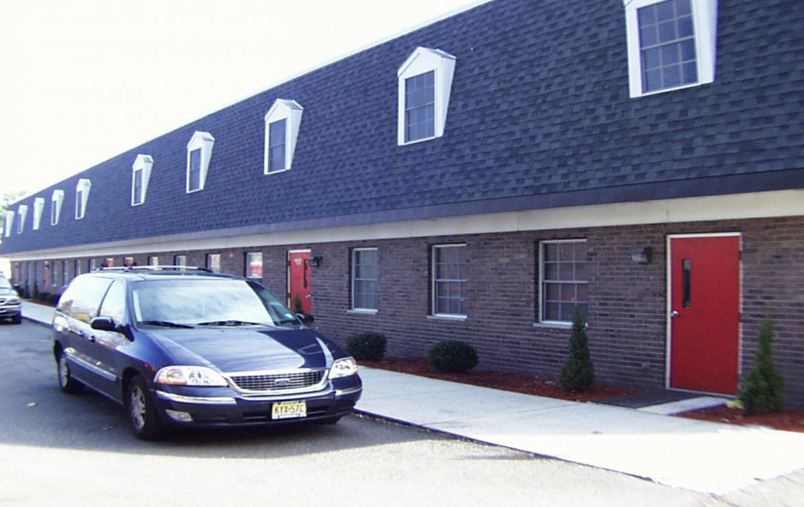 Office/Warehouse in 408 Paulding Ave.